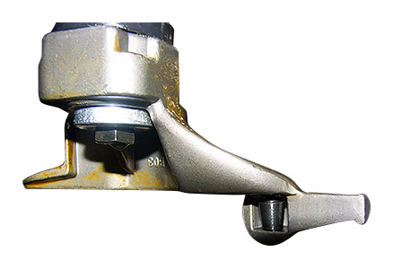 Sivik КС-402А Про 380В - защита диска: встроенный в монтажную головку нейлоновый ролик препятствует повреждению диска в процессе монтажа - демонтажа.
