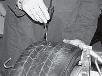 При помощи спирального напильника T109 определяем угол повреждения и его размер.
