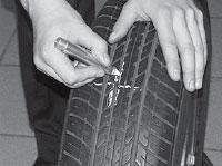 Ремонт сквозных повреждений бескамерных шин, определяем и отмечаем восковым мелком место повреждения.