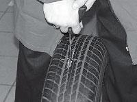 Ремонт сквозных повреждений бескамерных шин, для обработки повреждения можно воспользоваться фрезой диаметром до 6 мм и низкооборотной дрелью (до 2500 об/мин).